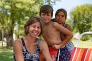 Besuch von zwei Kindern in Zarate