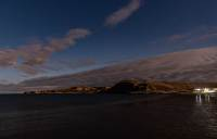 Die Bucht von Puerto Pirámides bei Nacht