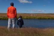 Leandro und Juan P. am Fluß